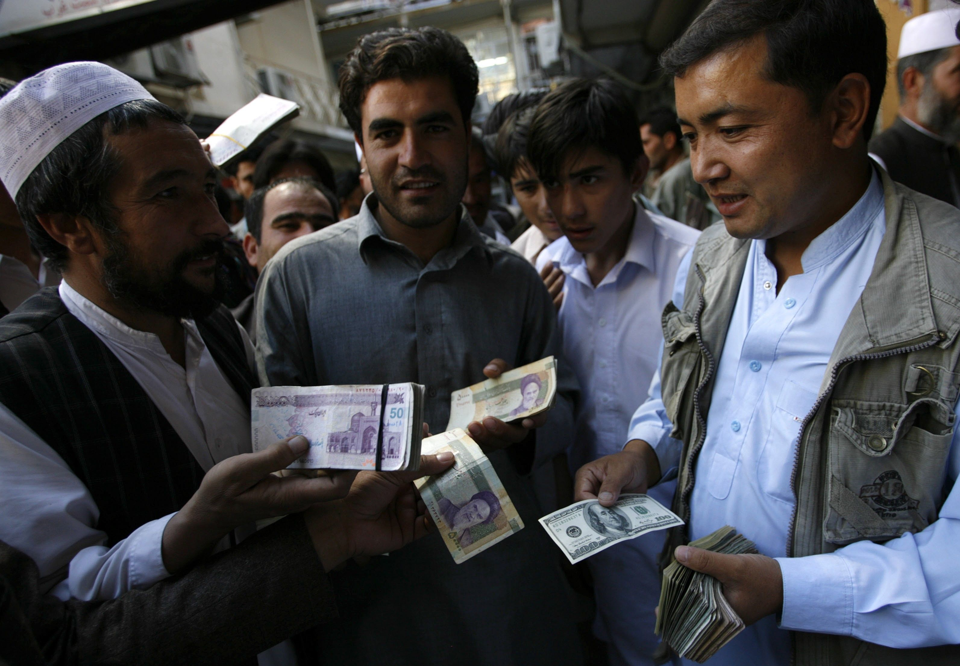 2012-10-04T120000Z_480541450_GM1E8A41LG501_RTRMADP_3_IRAN-CURRENCY-AFGHANISTAN