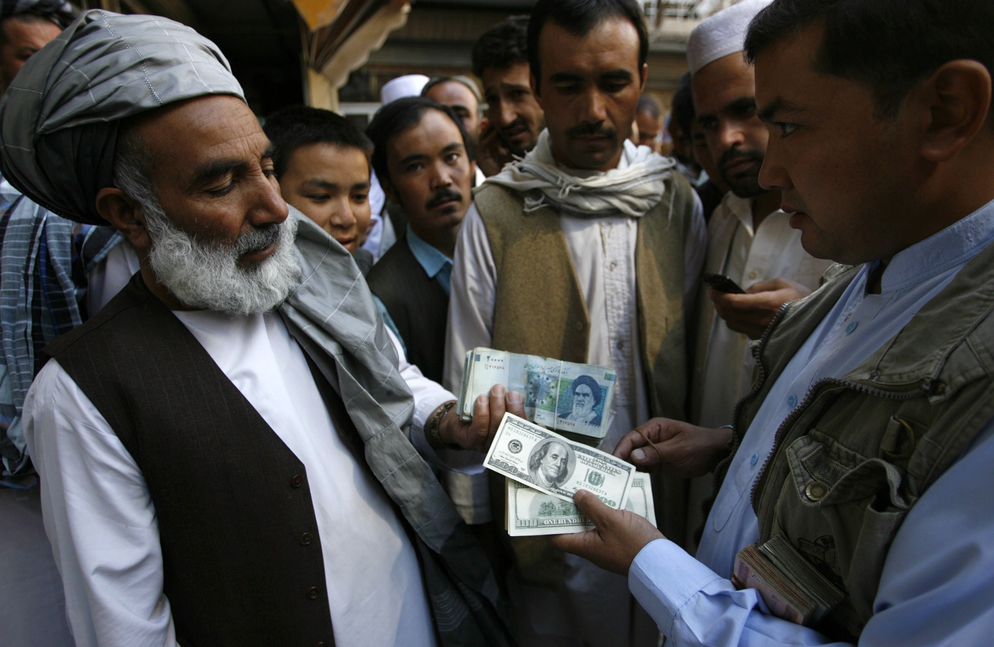 2012-10-04T120000Z_669106588_GM1E8A41LG901_RTRMADP_3_IRAN-CURRENCY-AFGHANISTAN