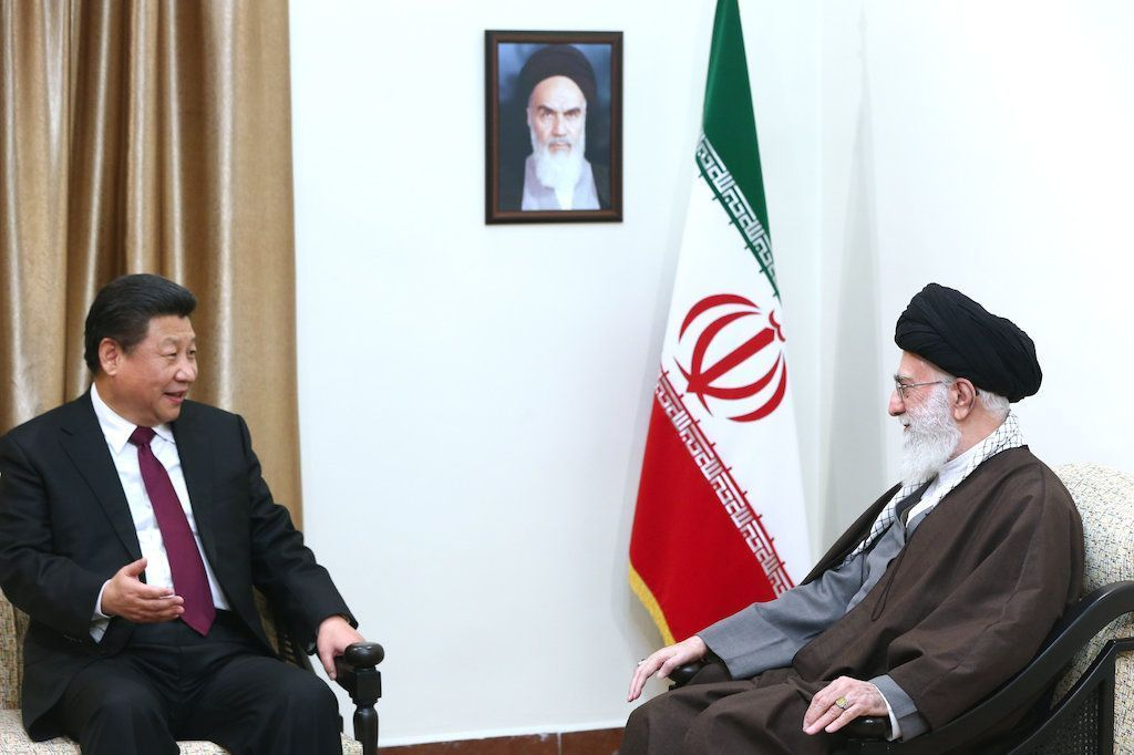 Ali_Khamenei_receives_Xi_Jinping_in_his_house_3-1