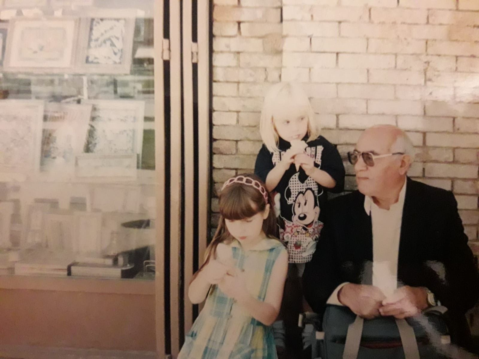 Farrah-her-sister-Eliana-and-her-grandfather-in-Iran