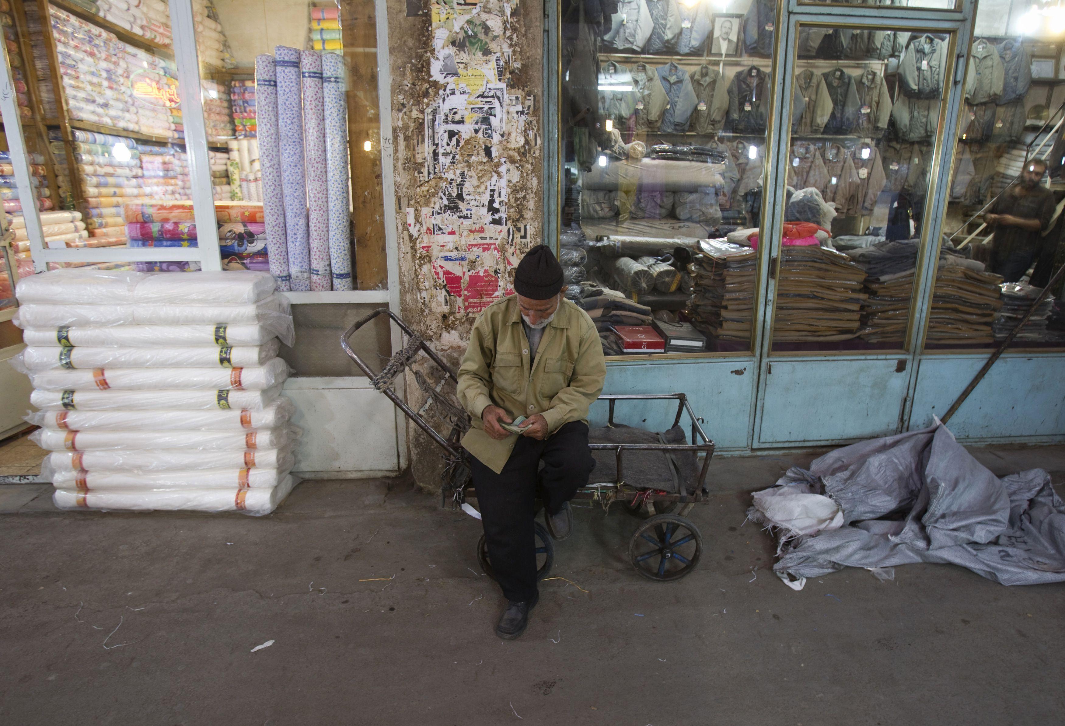 2011-08-29T120000Z_2069798846_GM1E78U019U01_RTRMADP_3_IRAN