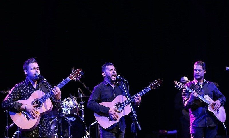 Gipsy_Kings_concert_in_Tehrans_Vahdat_Hall_02