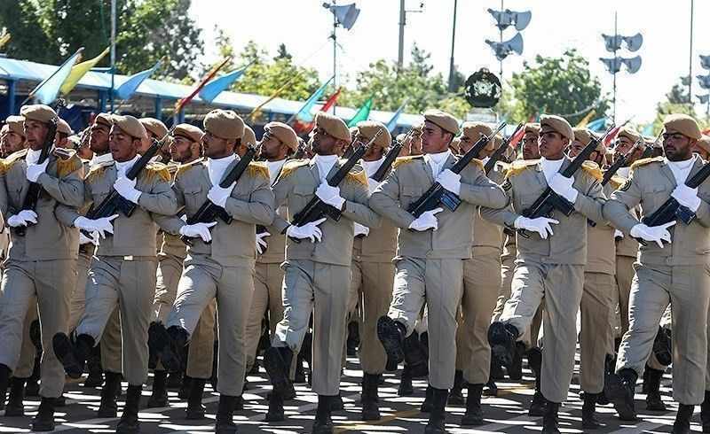 Military_parade_in_Irans_Army_day_April_2016_02