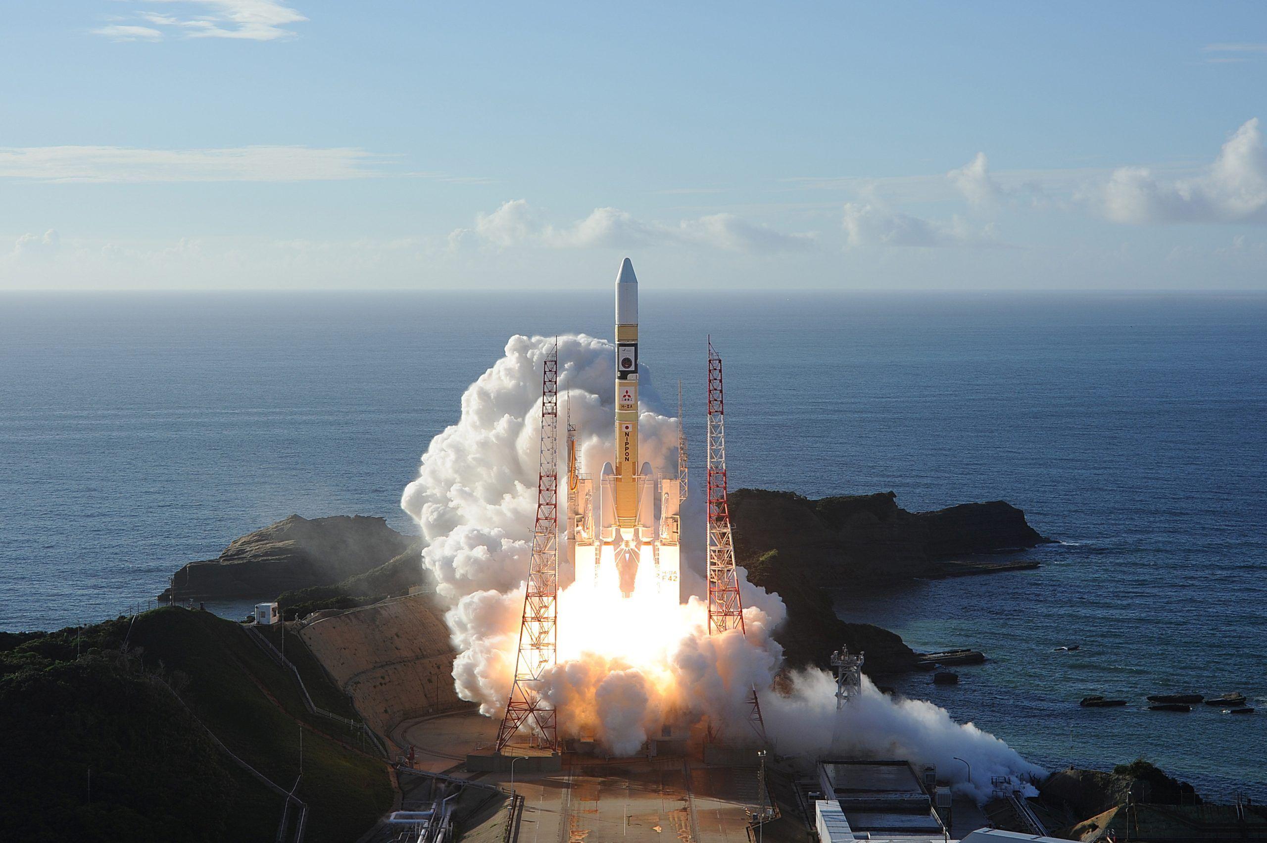 2020-07-20T040431Z_1_LYNXNPEG6J056_RTROPTP_4_SPACE-EXPLORATION-EMIRATES-JAPAN-scaled