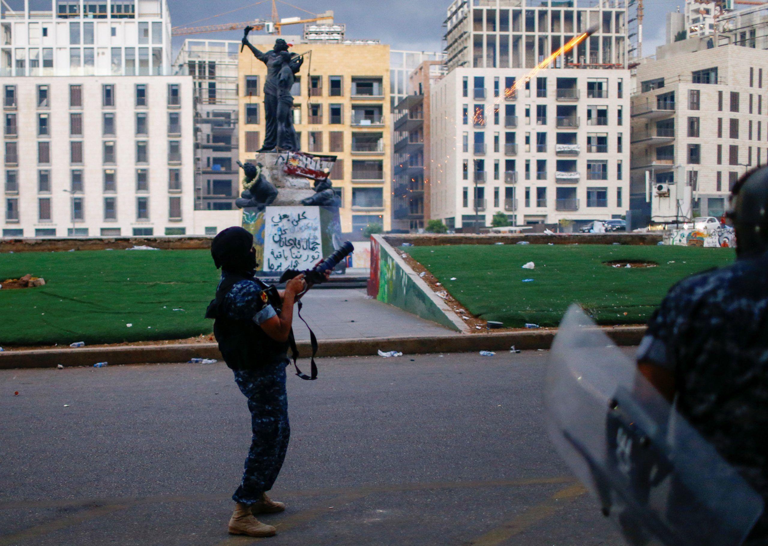 2020-08-10T180649Z_1036694200_RC26BI99ZW3U_RTRMADP_3_LEBANON-SECURITY-BLAST-PROTESTS-scaled